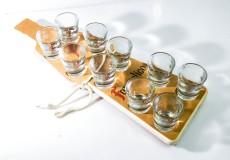 Frangelico Likör, Echt Holz Tablett in Flaschenform incl. 10 x Shot Gläser