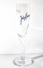 Jules Mumm Sekt, Das berühmte Sektglas mit dem gebogenen Stiel im blauen Design