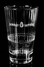Bombay Sapphire Gin, Longdrinkglas, Cocktailglas im höchsten Relief Sternstreuung
