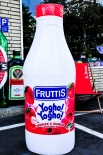 Campina Fruttis Yogho Bottle Bob, aufblasbare Riesenflasche, 150 x 50cm