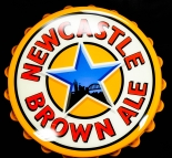 Newcastle Brown Ale, Bier, Magnet Wanddisplay im Kronkorken Design
