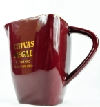 Chivas Regal Whisky, Scotch, Pitcher, Porzellan, bordeauxrot, gelbe Aufschrift