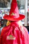 Kilkenny Bier, Brauerei, Halloween Kostüm mit Umhang und Hexen Hut