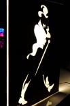 Johnnie Walker Whisky, LED Leuchtreklame Edelstahl Walking Men, gold