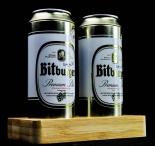 Bitburger Bier, Salz und Pfefferstreuer als Bierdosen auf Bambustablett