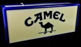 Camel Tabak, Neon Leuchtreklame, Leuchtwerbung in Kastenform