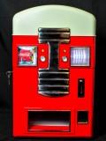 Coca Cola, Dosenkühlschrank mit Münzeinwurf