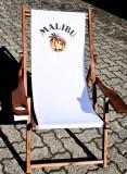 Malibu Rum, Echtholz Liegestuhl mit Getränkemulde und Armlehnen