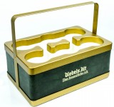 Diebels Altbier, 6-fach Flaschenträger aus Vollmetall, isoliert, Gold-Grün