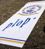 Flensburger Pilsener Hiss Flagge / Banner / Fahne / Vertikalfahne, weiße Ausührung