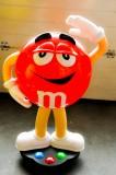 M&M, XL Verkaufsständer auf Rollen, Riesen Figur in Rot - sehr selten